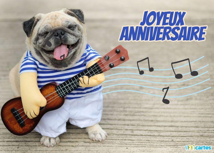 chien qui joue de la guitare habillé d'une marinière