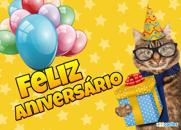 chat avec des lunettes et un chapeau pointu et qui tient dans sa patte une boîte cadeau avec joyeux anniversaire en Portugais