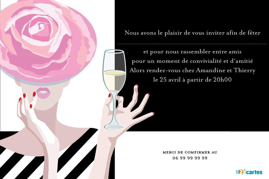 femme avec un chapeau rose en forme de fleur et qui tient une coupe de champagne à la main