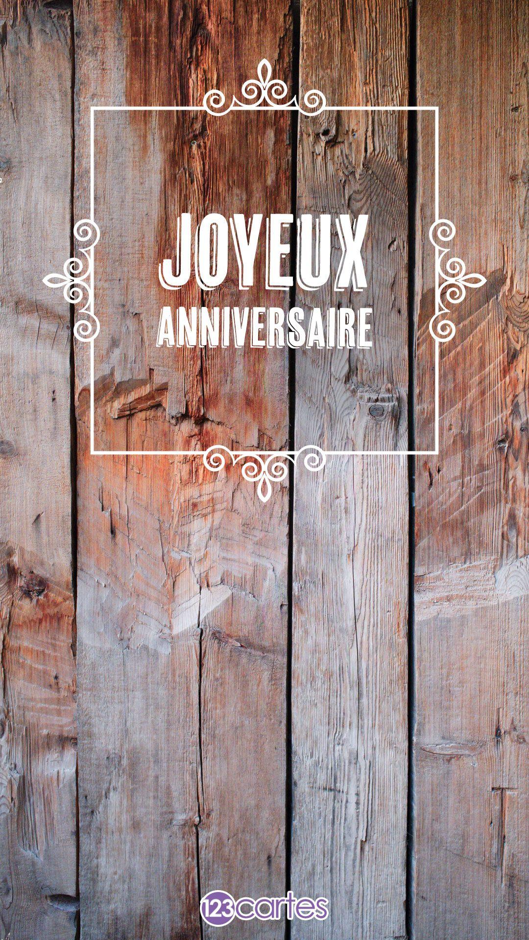 Planches de bois et le texte joyeux anniversaire avec un ornement floral