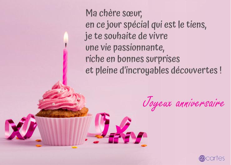 Cupcake avec bougie rose allumée et un joli texte pour souhaiter joyeux anniversaire à sa soeur